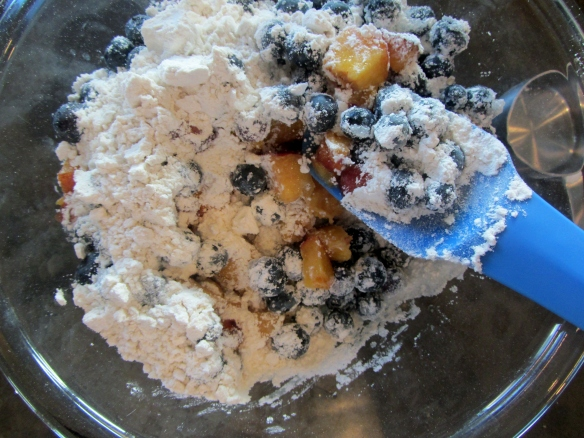 Add the blueberries and peaches to a large bowl and then add the remaining 1/2 cup of flour and sugar.