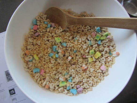 Mix both cereals together.