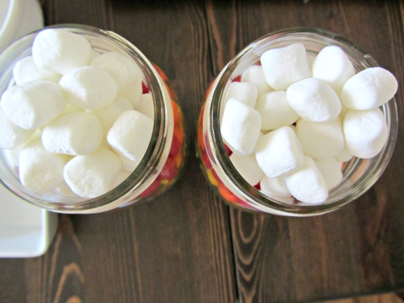 Fill the jar to the top with mini marshmallows.  Place lid on top.